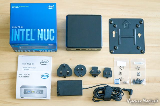 Intel NUC box content